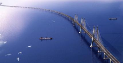 """港珠澳大桥贯通 中国迈向""""桥梁强国"""""""