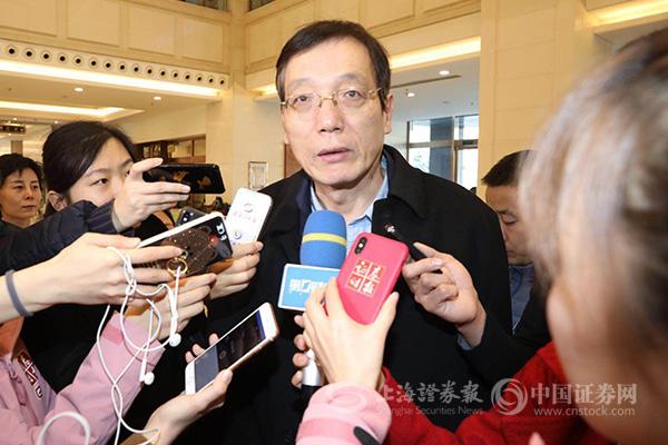 图为刘世锦接受上证报记者采访。史丽摄